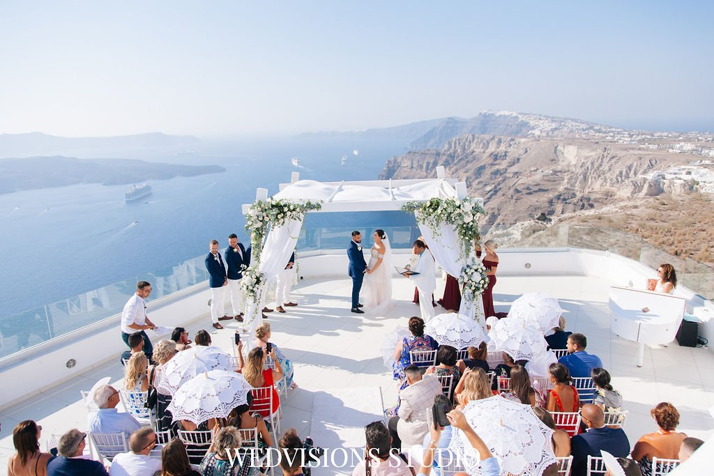 "9 places that scream ""I love You"" in Santorini 4"